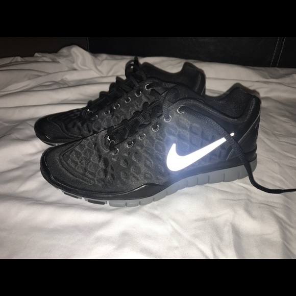*RESERVED* Nike Black Tennis Shoe